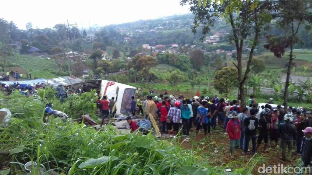 Korban Meninggal di Kecelakaan Puncak dari Pemotor Hingga Sopir Bus