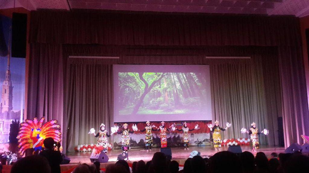 Saat Kalimantan Pamer Budaya di Rusia