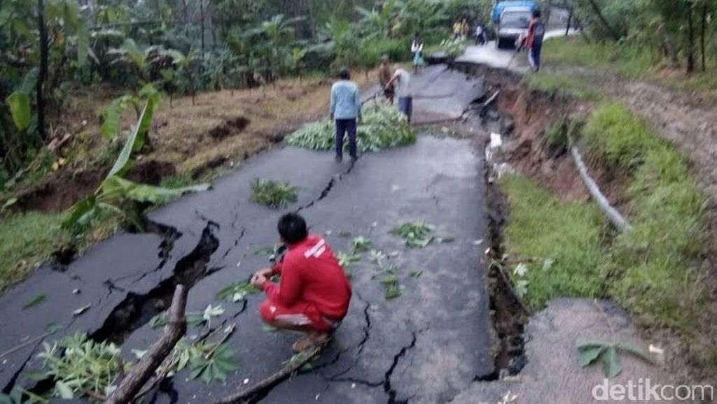 Jalan Ambles, Akses Utama Antar Kecamatan di Trenggalek Terputus