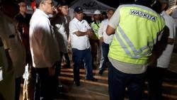 Cek Jalur Mudik, Menteri PUPR Blusukan Sampai Larut Malam