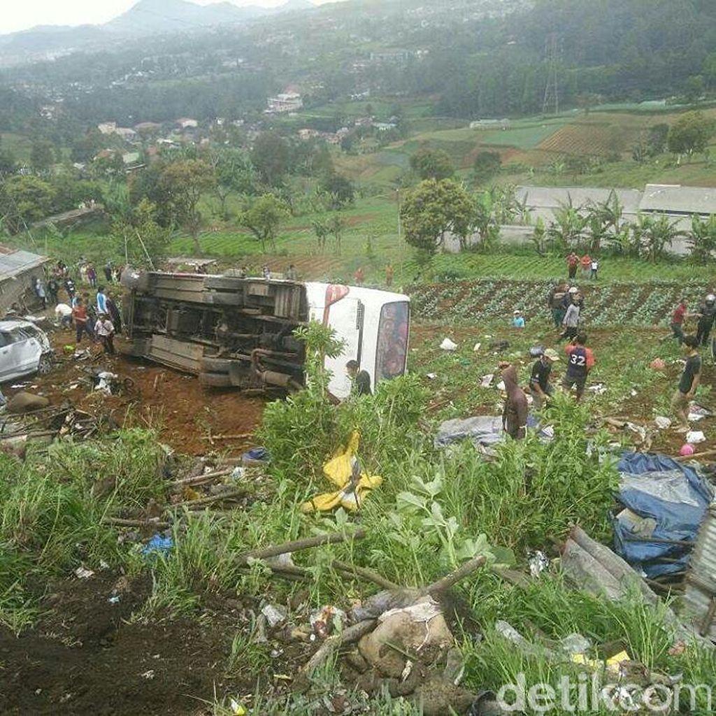 Korban Kecelakaan Maut di Ciloto Puncak Bertambah Jadi 11 Orang