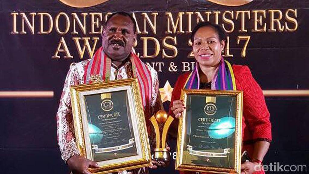 Majukan Puncak Papua, Bupati Wandik Raih Penghargaan