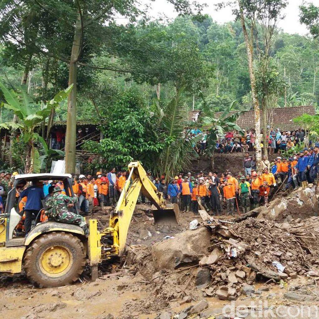 Pencarian Korban Banjir Bandang di Magelang
