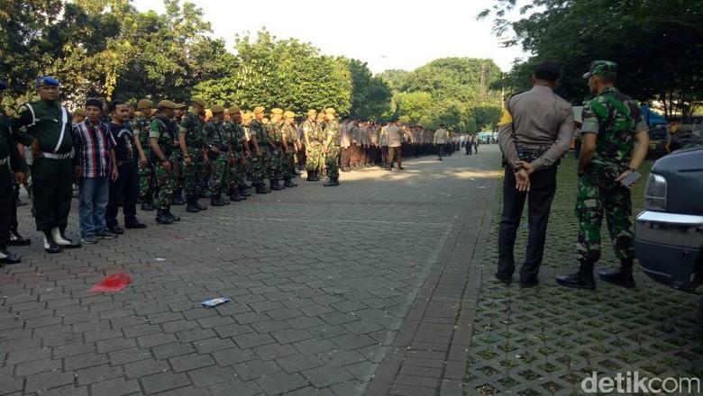 Personel Gabungan Amankan Aksi Buruh - Jakarta Sebanyak personel gabungan akan melakukan pengamanan aksi May day di kawasan hari Personel gabungan terdiri dari polisi