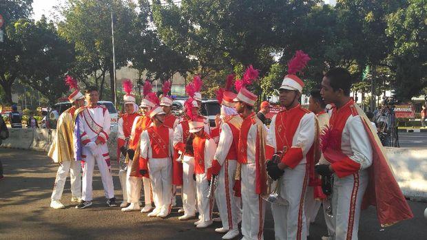 Ada juga aksi marching band yang turut memeriahkan Hari Buruh.