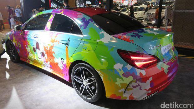 Ini Dia Seniman yang Bikin Mobil Mercy Jadi Warna-warni