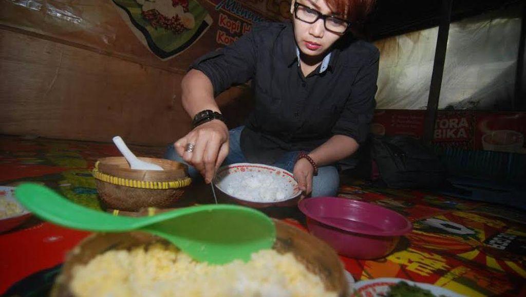 Di Desa yang Hilang di Mojokerto Ini Ada Pusat Kuliner Nasi Jagung