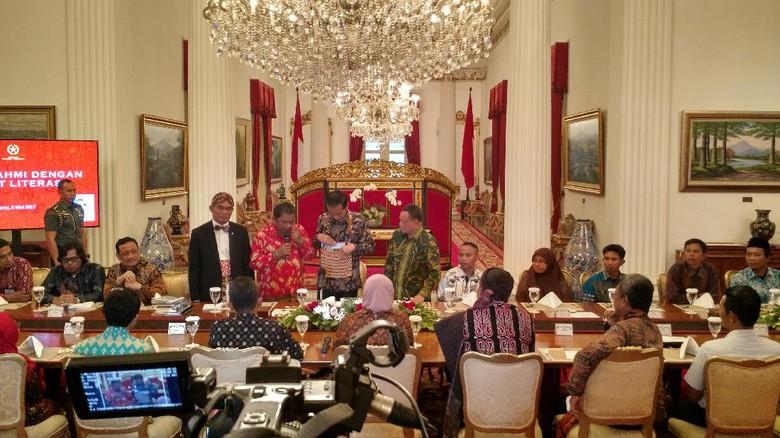 Jokowi Segera Gratiskan Ongkir Buku Sehari Sebulan Lewat PT Pos