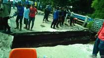 Jembatan Kali Krukut Depok Amblas, Lalu Lintas Macet