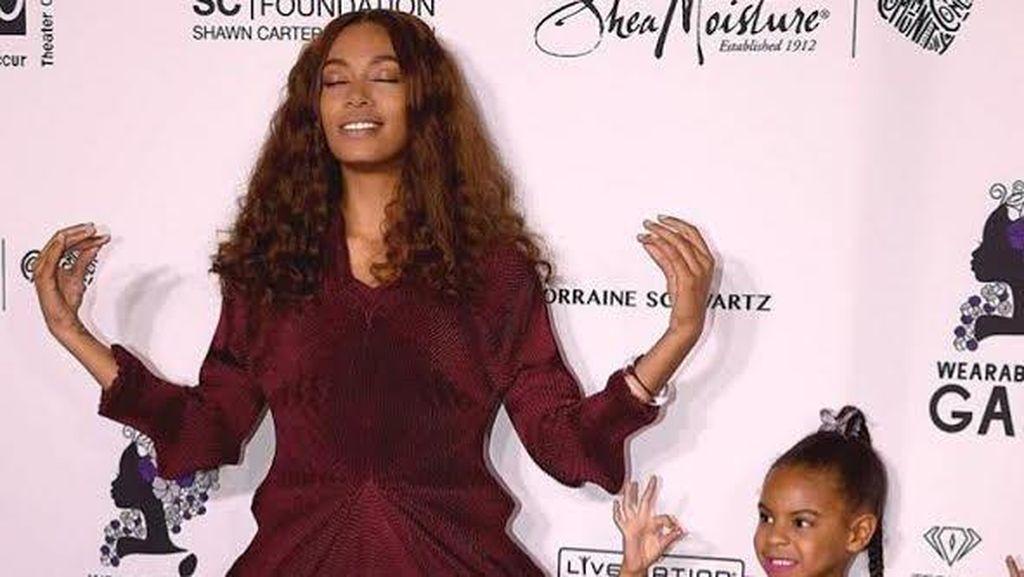 Putri Beyonce Kembali Pakai Baju Desainer Indonesia Mischka Aoki