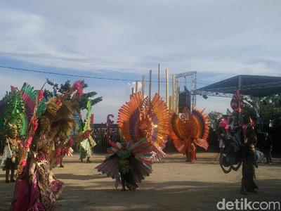 Festival Pesona Pantai Pohon Cinta 2017 Resmi Dibuka, Meriah!