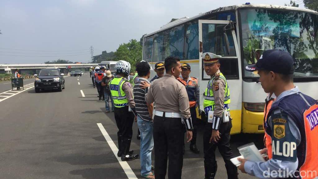 Polisi Razia Bus Menuju Puncak, Hasilnya 32 Bus Tidak Laik Jalan