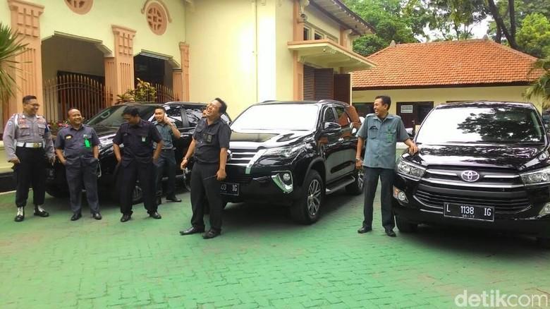 Pengadilan Surabaya Dapat Tiga Unit Mobil Baru