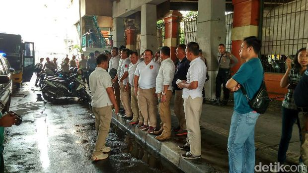Polisi razia premanisme di Pasar Glodok.