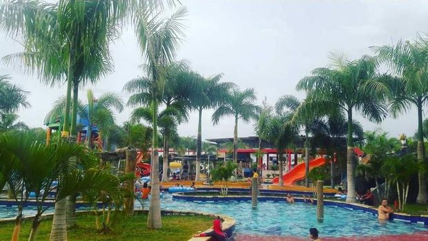 Kolam renang yang besar (kalawa_waterpark_pky/Instagram)