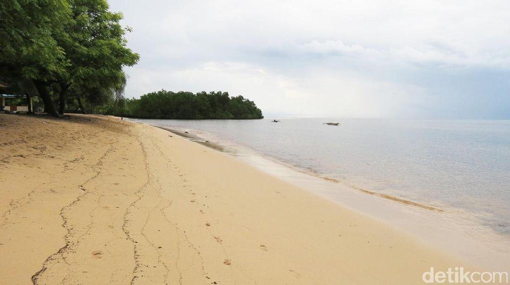 Pantai Pasir Putih Atapupu di Atambua, Serasa Pantai Pribadi