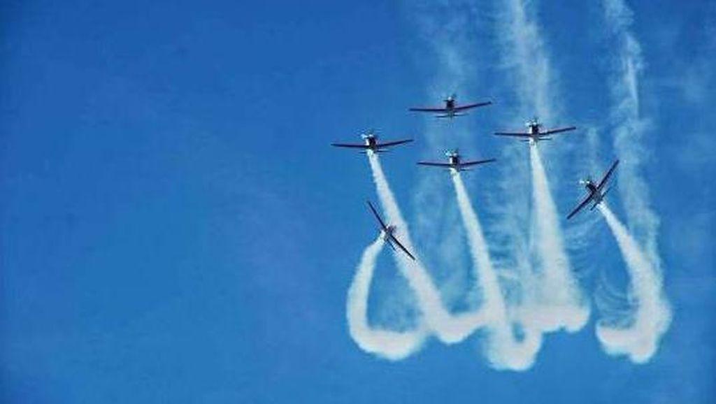 Lafal Allah dan Lukisan Langit Aerobatik Dunia yang Memukau