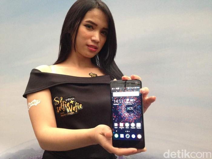 Smartphone Infinix S2 Pro menjadi jagoan terbaru yang ditawarkan oleh Infinix untuk pasar gadget Indonesia dengan kamera ganda di depan yang jadi andalan. Foto: detikINET/Agus Tri Haryanto