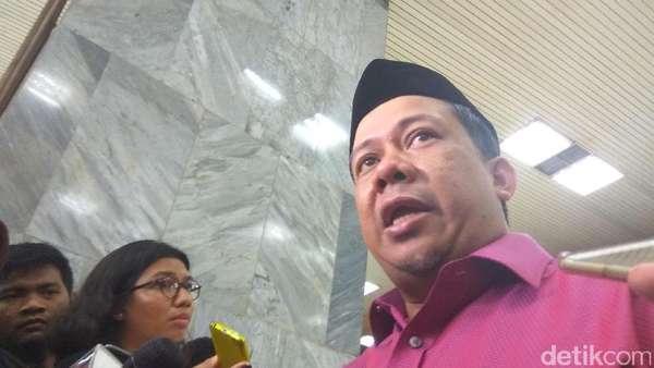 Tolak Kedatangan FPI dan Fahri Hamzah, Massa Geruduk Bandara Manado