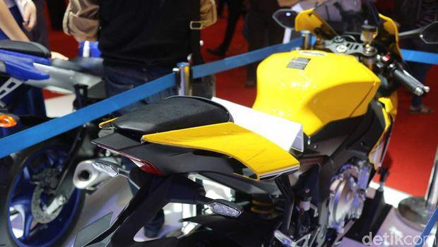 Motor Yamaha R1 dengan tanda tangan Valentino Rossi di IIMS 2017