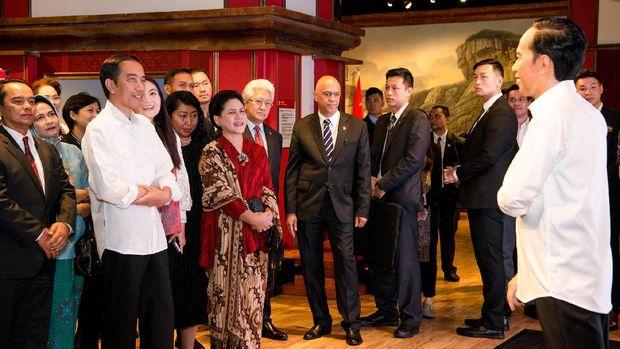 Menguji Kemiripan Patung Jokowi di Madame Tussauds