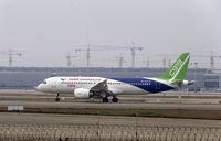 China Uji Terbang Pesawat Saingan Airbus dan Boeing