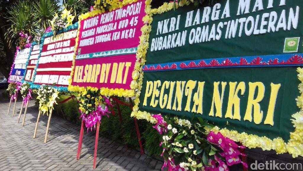Balai Kota Solo Dikirimi Karangan Bunga
