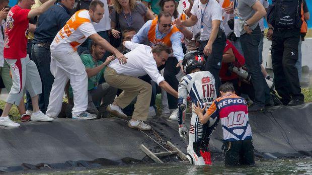 Perayaan-perayaan di Jerez: Main Boling, <i>Nyemplung</i> Kolam, Sampai Masuk Toilet