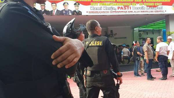 Di Tengah Kepungan Polisi-TNI, Ada Tahanan yang Nekat Hendak Kabur
