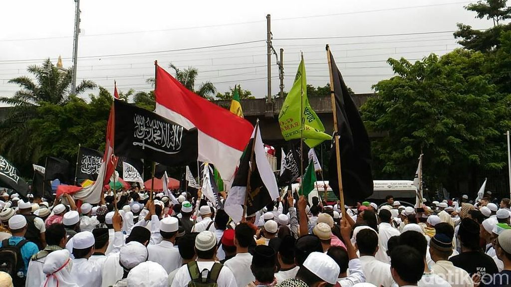Sebagian Massa Aksi 55 Bergerak, Nyanyi Indonesia Raya di Kemendagri