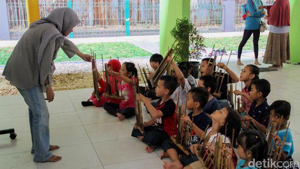 Aktivitas anak-anak di RPTRA Gondangdia