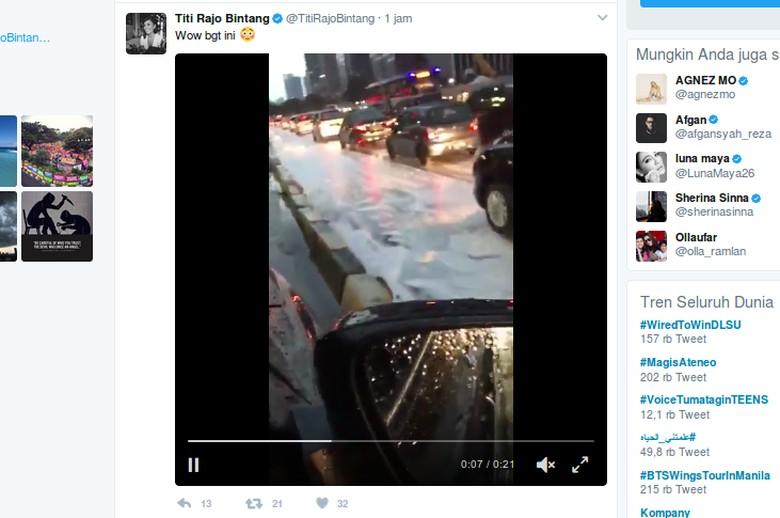 Putih-putih Berceceran di Jalanan Jakarta, Apa Ini Salju?