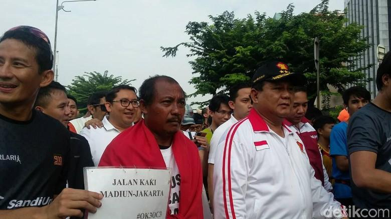 Eko Jalan Kaki dari Madiun Demi Anies, Prabowo: Luar Biasa