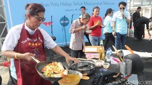 Aksi Menteri Susi Masak Sup Pindang Gunung