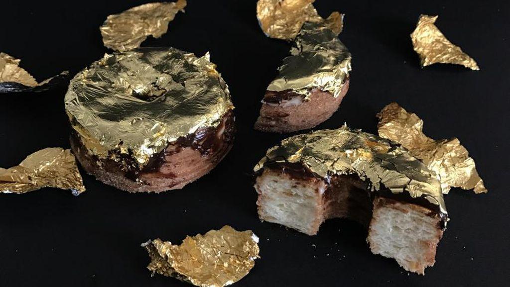 Bakery Ini Buat Kreasi Croissant Donat Berlapis Emas 24 Karat!