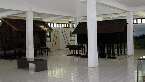 Miniatur Rumah Betang (@museumbalanga/Instagram)