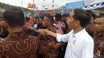 Ada Warga yang Ingin Cubit Pipi Jokowi di Ragunan