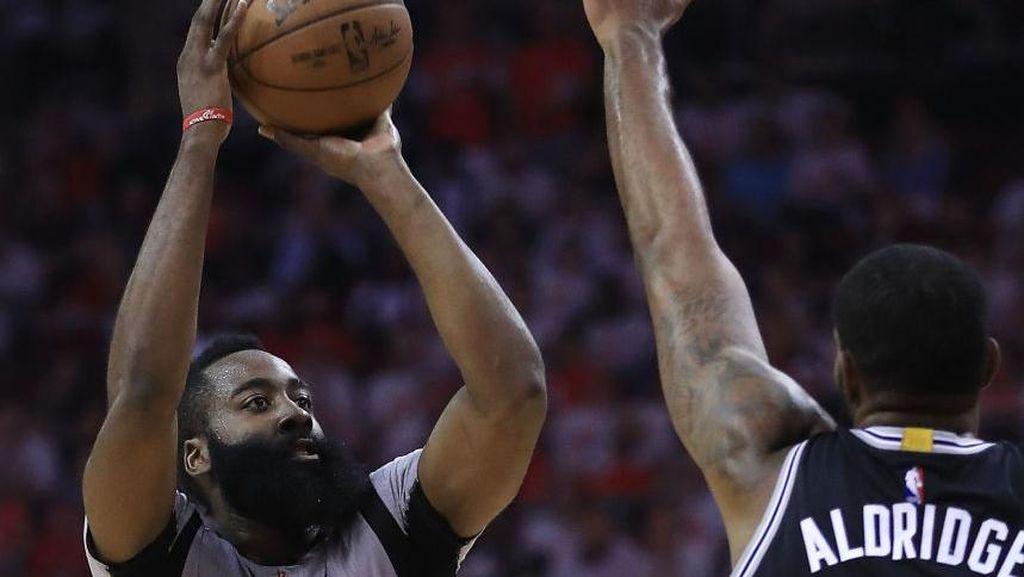Rockets Kalahkan Spurs untuk Bikin Kedudukan 2-2