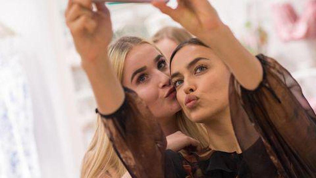 Apes! Gara-gara Selfie Karya Seni Rp 2,6 Miliar Berantakan