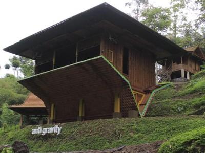 Rumah Joglo Terbalik Berusia 200 Tahun di Dago