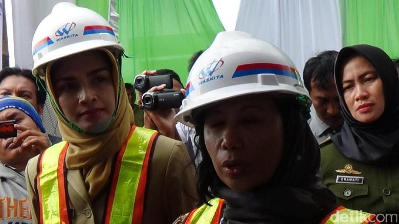 Rini Soemarno Tinjau Proyek Tol Pasuruan-Probolinggo