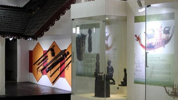 Koleksi senjata Suku Dayak (@museumbalanga/Instagram)