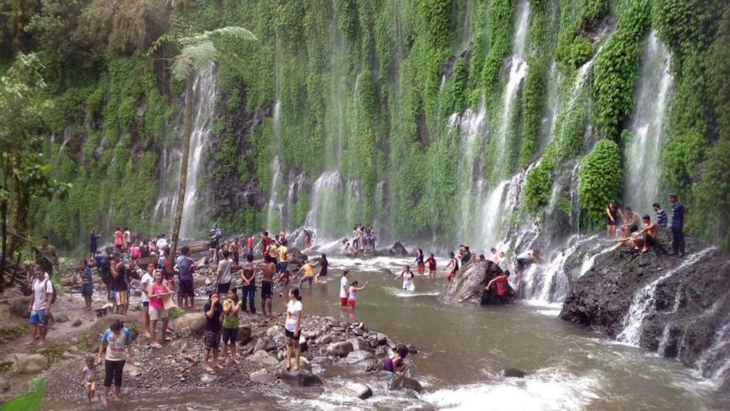 Namanya Air Terjun Asik-Asik, Tapi Bukan di Indonesia