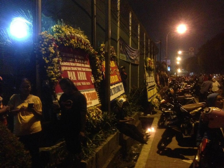 Karangan Bunga Dukungan Untuk Ahok Berdatangan di Rutan Cipinang