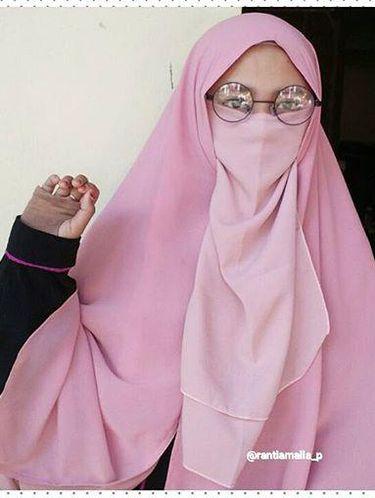 Foto: Gaya Hijab Bercadar Remaja Bogor yang Populer Instagram, Ranti Amalia