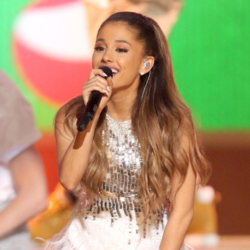 Cerita Mencekamnya Penonton Ariana Grande Lari ke Luar Manchester Arena
