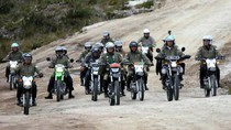 Kala Presiden Jokowi Nge-trail Disandingkan Kamen Rider
