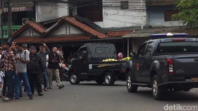 Karangan Bunga untuk Ahok Ditolak Penjaga Mako Brimob