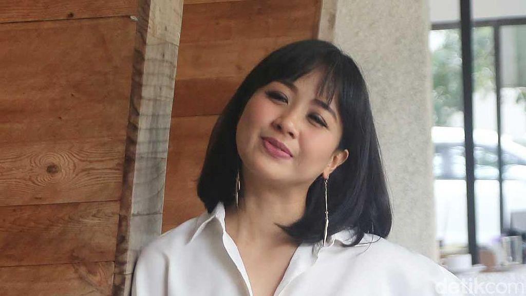 Astrid Sartiasari Tampil Cantik dengan Rambut Sebahu