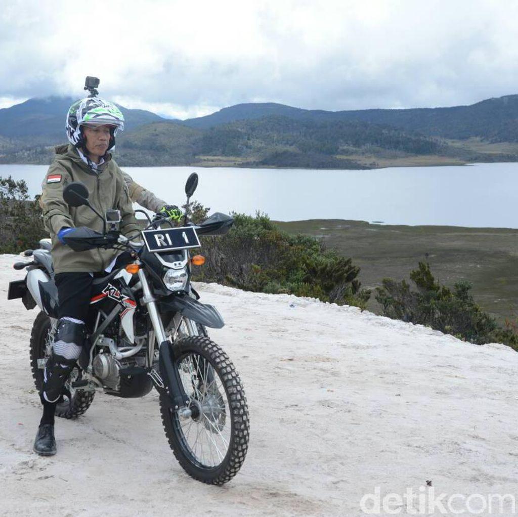 Jokowi Nge-Vlog Aksi Ngetrail di Jalur Trans Papua, Wamena